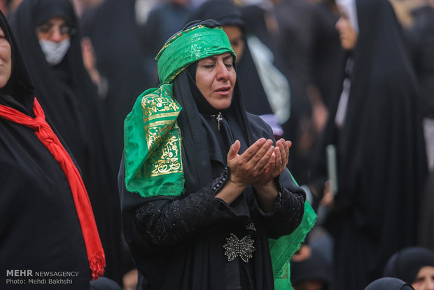 Mourners of Imam Hossein gather in Imam Ali shrine