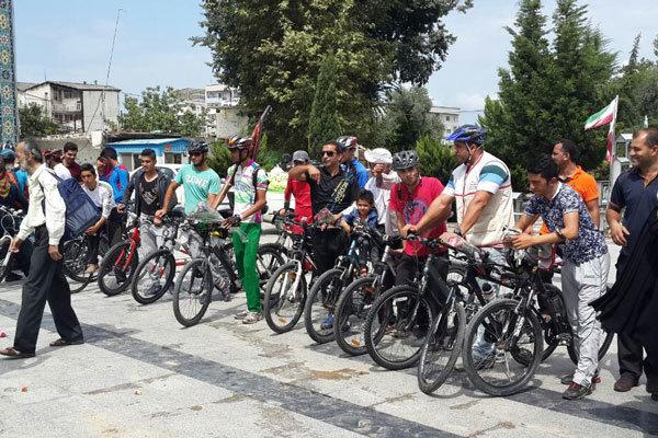 رياضيون إيرانيون يواكبون مسيرة أربعين الإمام الحسين (ع) بدراجاتهم الهوائية / فيلم