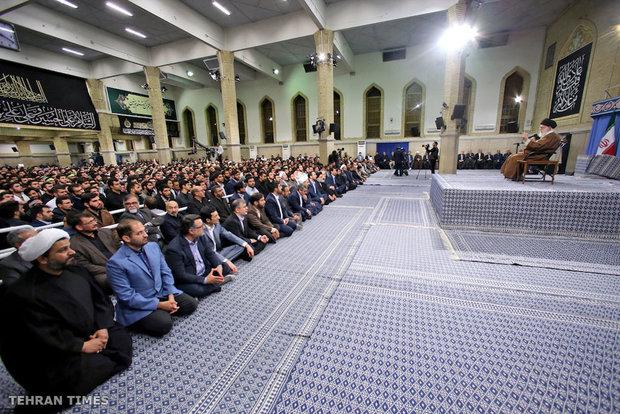 Thousands of students meet with Ayatollah Khamenei