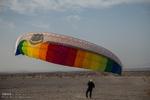 """مهرجان """"الطيران المظلي"""" في مدينة يزد الايرانية / صور"""