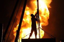 اخماد حريق في بئر نفطي جنوب ايران