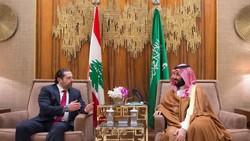 Saudi Deputy Crown Prince Mohammed bin Salman (R) meets with Lebanese prime minister Saad Hariri