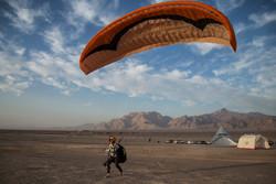 جشنواره کشوری پاراگلایدر در یزد - کراپشده