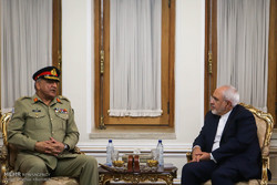 Iran's Zarif, Pakistan's army discuss military coop. in Islamabad