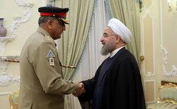 روحاني يستقبل رئيس أركان الجيش الباكستاني