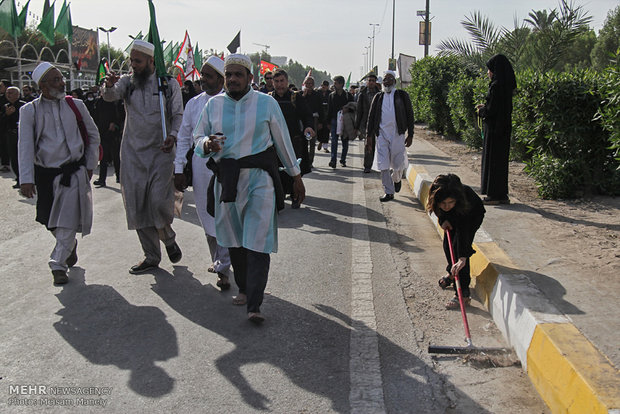 مسيرة الأربعين بين النجف وكربلاء