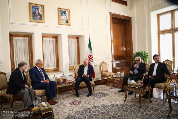 Zarif meets with ambs. of Cuba, Cyprus to Iran