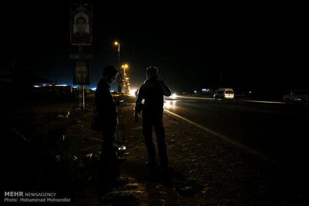 پیادهروی زائران حسینی از نجف تا کربلا - 5عشاق الحسين في طريق النجف متوجهين لكربلاء