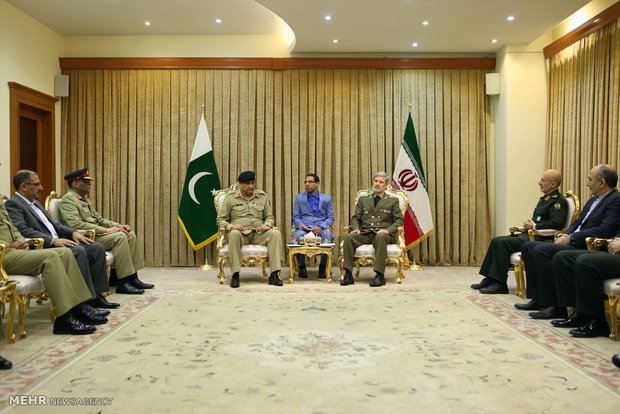 Iran's MoD receives Pakistani Chief of Army Staff