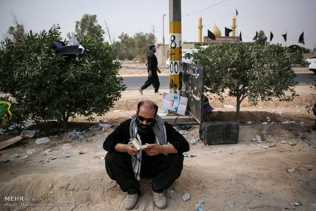 عشاق الحسين في طريق النجف متوجهين لكربلاء