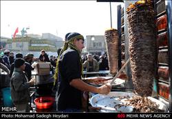طبخ کباب ترکی ۳ متری برای زائرین در کربلا