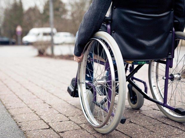 اعتراض معلولان قروه ای مسئولان این شهرستان را ویلچرنشین کرد,