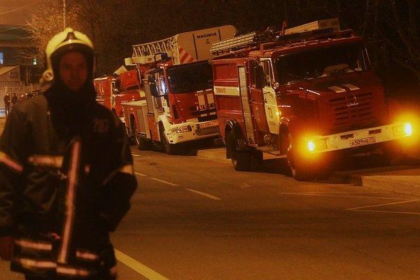 نجات ۶ شهروند از آتش سوزی ساختمان مسکونی در مشهد