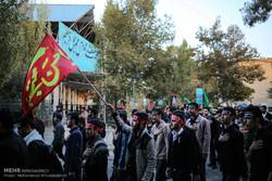 حرکت دستههای عزاداری دانشجویان از دانشگاه تهران به سمت بیت رهبری
