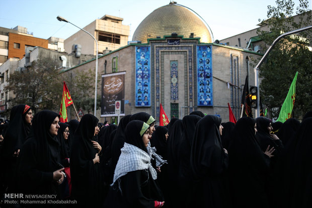 Students renew allegiance to Leader on Arbaeen Day