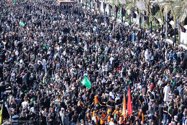عزاداری زائران اربعین حسینی در بین الحرمین