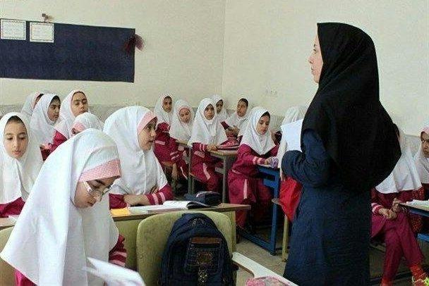 معلم مدرسه دانشاموز
