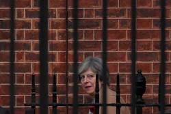 نخست وزیر انگلیس تا برکناری ۸ قدم فاصله دارد