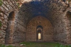 الزلزال يلحق خسائر ملحوظة بالآثار التاريخية في مدينة شيرين