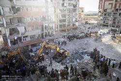 İran depremindeki kurtarma operasyonu devam ediyor
