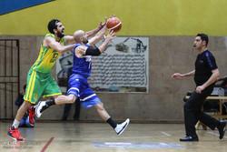 دیدار تیم های بسکتبال پالایش نفت آبادان و دانشگاه آزاد تهران