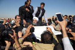 Ruhani'nin deprem bölgelerini ziyaretinden kareler
