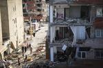 جمع آوری اسباب منازل مردم زلزله زده