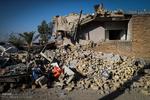 المبعوث الخاص لمكتب قائد الثورة الاسلامية يتفقد مناطق الزلزال