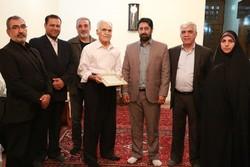تجلیل از «محمود ممتحن» پیشکسوت کتاب فروشان شیراز