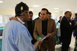 اهدای کتاب به بیماران پیوند اعضا در شهر صدرا