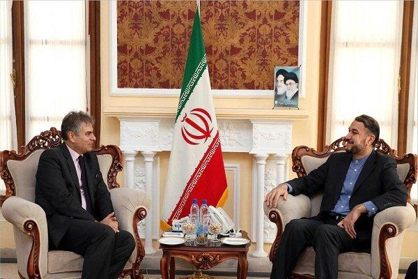 عبداللهيان يلتقي بالسفير اللبناني في طهران