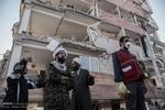 جان خود را برای برادران اهل سنت زلزله زده می دهیم