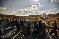 تشرف زائران امام هشتم(ع) با پای پیاده به حرم مطهر رضوی