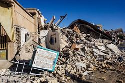 توزیع کمک های مردمی در میان زلزله زدگان کرمانشاه