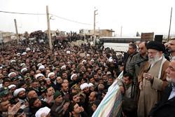İslam İnkılabı Rehberi depremzedeler ile yakından görüştü