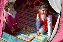 اهدای کتاب به کودکان و مردم مناطق زلزلهزده در طرح «کتاب مهربانی»