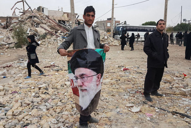 قائد الثورة الاسلامية يتفقد المناطق المنكوبة جراء الزلزال -2
