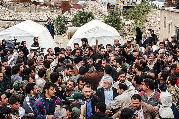 بازدید رهبر انقلاب از روستای زلزله زده کوئیک