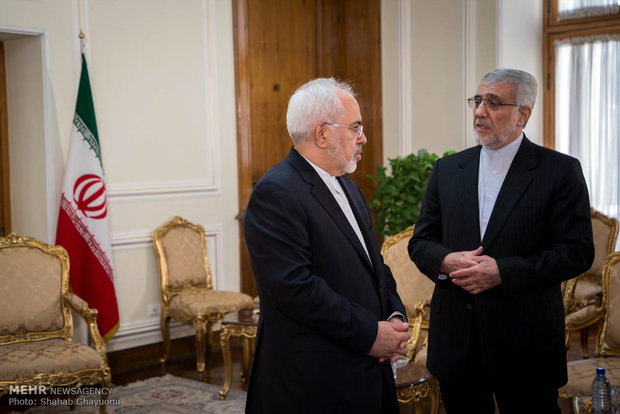 Zarif meets with UN envoy for Afghanistan
