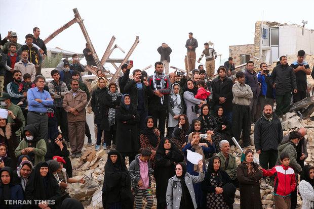 Ayatollah Khamenei inspects quake-hit Sarpol-e Zahab