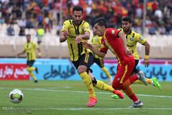دیدار تیم های فوتبال فولادخوزستان و پارس جنوبی