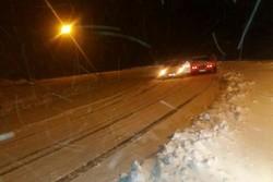 ۱۰ خوردوی گرفتار در برف  توسط هلال احمر سپیدان رها شدند