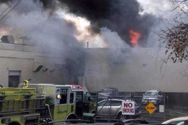 آتش سوزی در کارخانه تولیدی در نیویورک