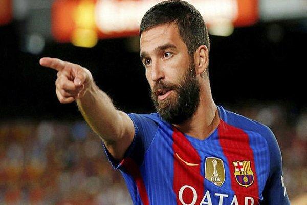 Başakşehir, futbolcusu Arda Turan'a para cezası verdi