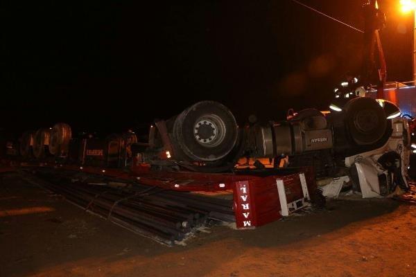 واژگونی تریلر در محور فیروزکوه ۲ کشته بر جای گذاشت