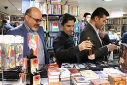 حضور ۳۰ نفر از نویسندگان انجمن داستاننویسان در روز کتابگردی