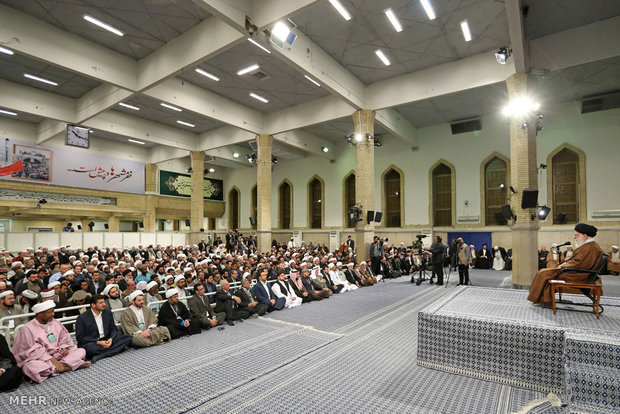 Leader receives participants at Ahl al-Bayt world summit