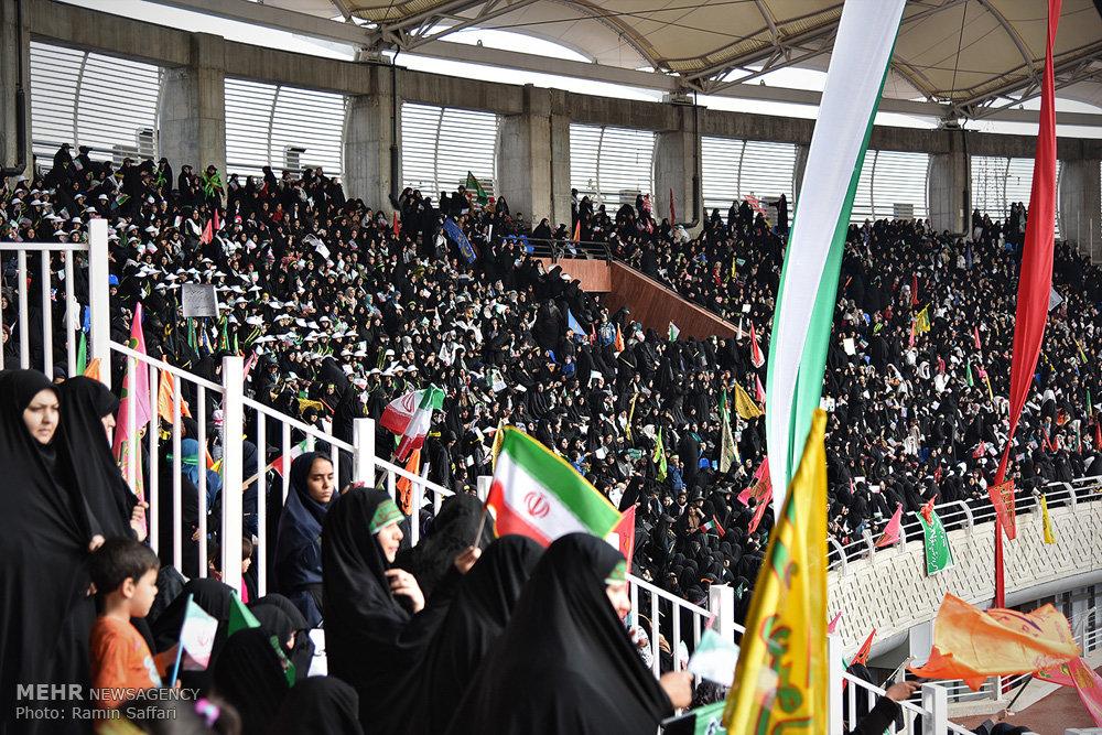 2643424 - جشن ۳۰ هزارنفری بسیجیان در ورزشگاه امام رضا(ع) الگویی برای فوتبال
