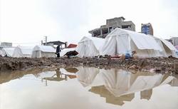 Rain falling down in quake-hit province of Kermanshah have made life even harder for the tragic quake survivors.