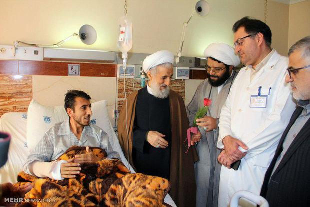 Tahran Cuma Namazı Geçici Hatibi yaralıları ziyaret etti